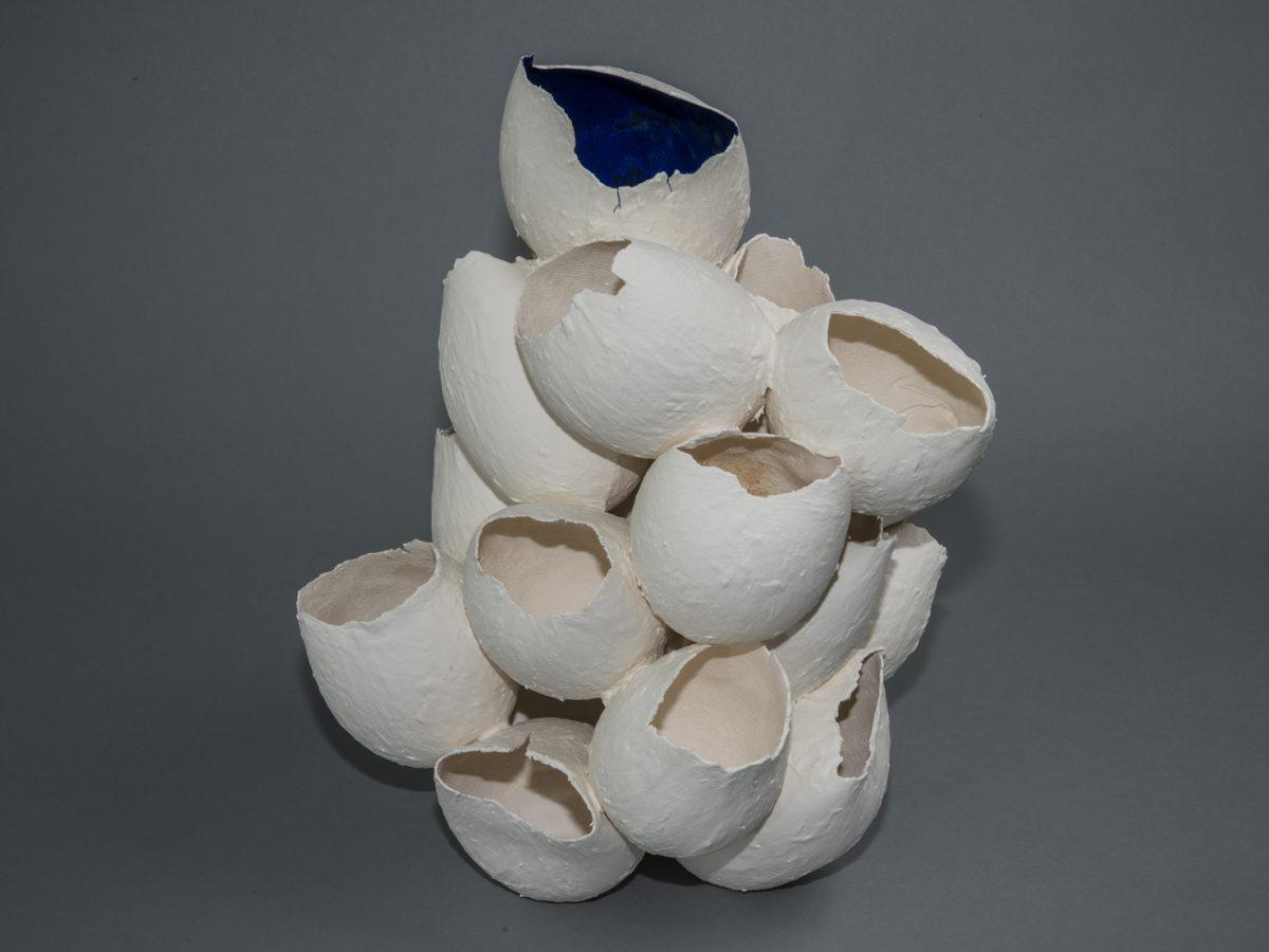 Porzellanfantasy gestapelt dunkelblau / BxTxH = ca. 40x40x50 cm